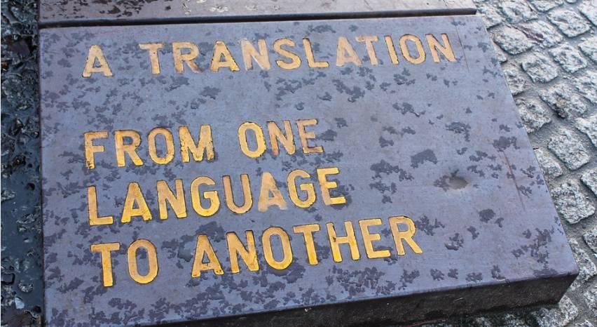 Tłumaczenie z jednego języka na inny