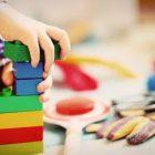 Jak wybrać odpowiednie zabawki dla dwulatka?